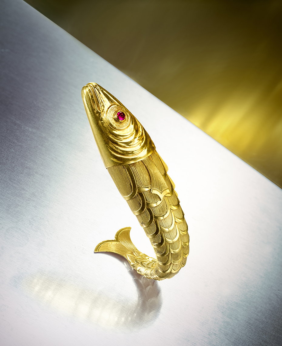 Jewelry Photography -Gold Flexible Fish Brooch