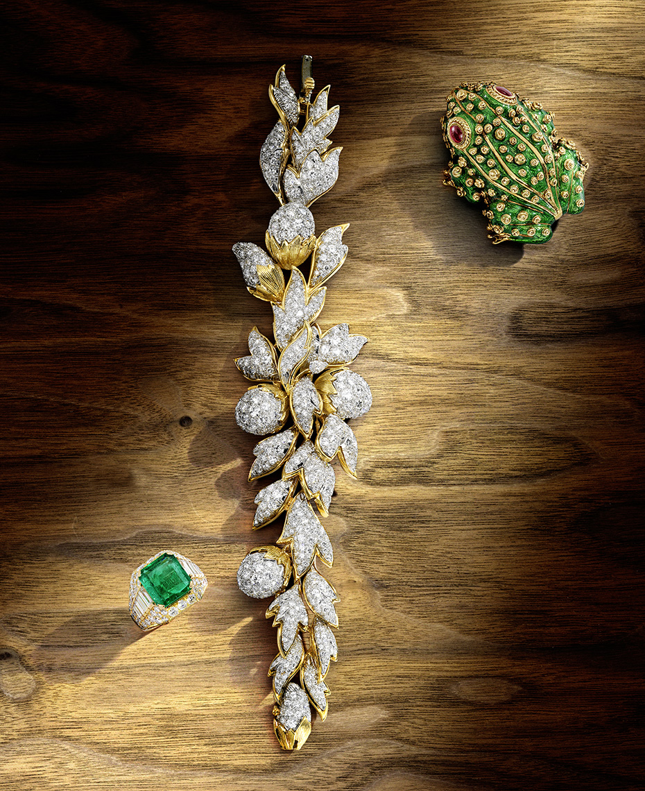 Editorial Photography  - Emerald, Diamond, Gold and Enamel Jewels